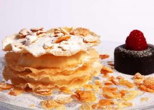 Dulces: Tarta Árabe con coulant de chocolate. puchero de plata